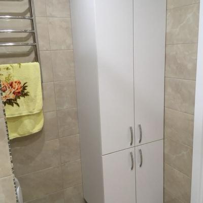 Шкафчик в ванну высокий