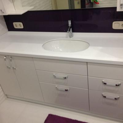 Комплект для ванной комнаты - тумба и зеркало с полочками