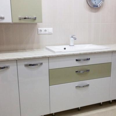 Комплект мебели для ванной комнаты - тумбы и шкафы